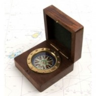 Rivet-style Compass in Wooden Box